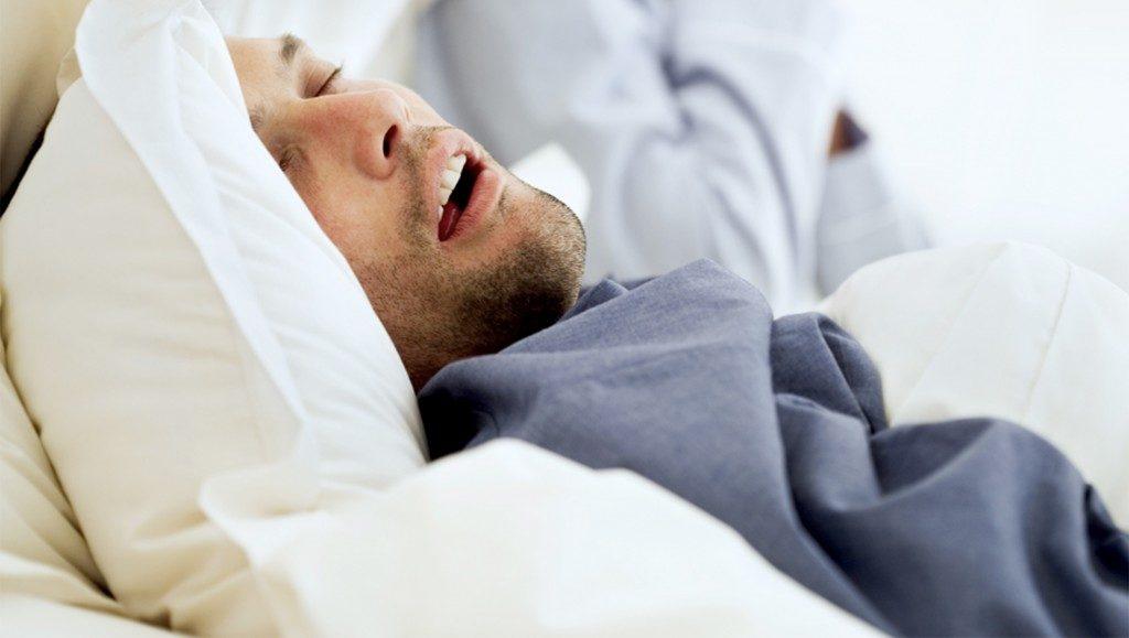 Что такое ночное апноэ, причины остановки дыхания во сне