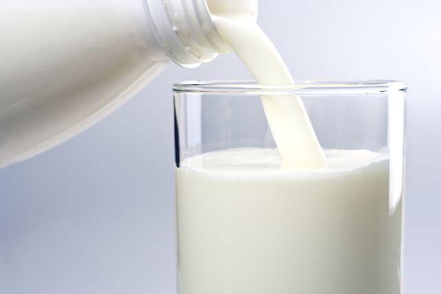 Как молоко влияет на давление: можно ли при гипертонии?