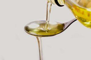 процесс переливания подсолнечного масла при лечении гипертонии