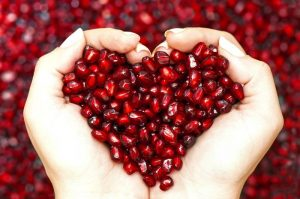жменя гранатовых косточек в виде сердца