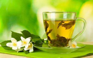 заваренный чай с жасмином