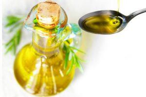 нерафинированное льняное масло в герметичной стеклянной таре, хранение