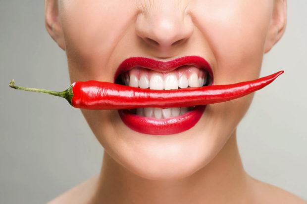 Острая еда приводит к ожогам слизистой губ и рта