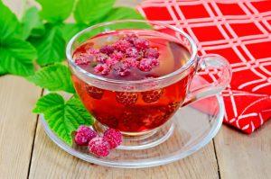 чай из листьев и ягод малины