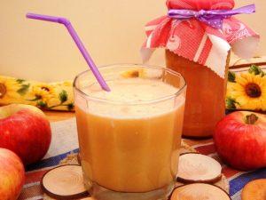 яблочный фреш в стакане