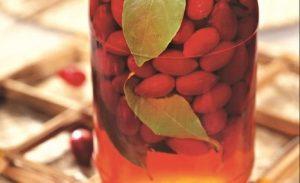 настой на ягодах кизила
