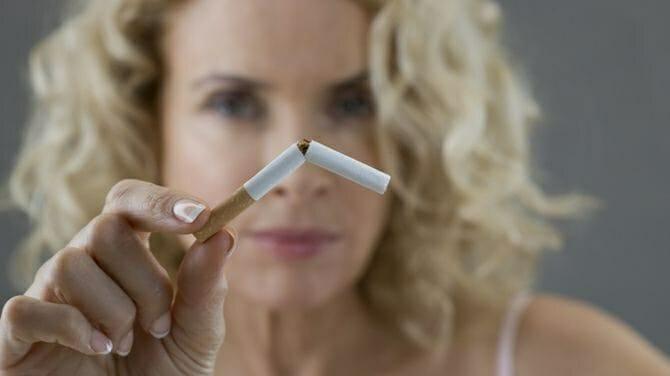 Женщина бросила курить