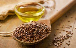 ложка семян льна и перелитое масло
